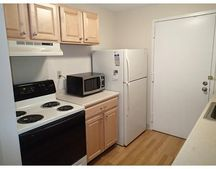 7 Village Hill Ln Apt 3, Natick, MA 01760