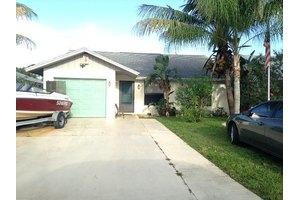 5688 SE Collins Ave, Stuart, FL 34997