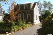 20 W Pine St, Islip, NY 11751