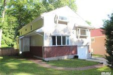 137 Colonial Rd Unit Ph, Great Neck, NY 11021