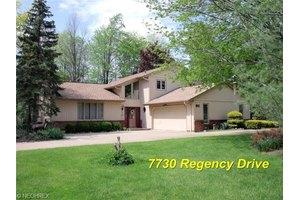 7730 Regency Dr, Walton Hills, OH 44146