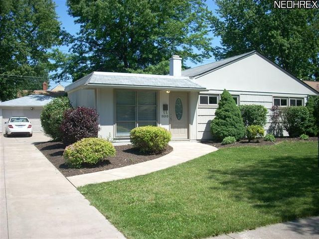 8689 Lynnhaven Rd, Parma Heights, OH