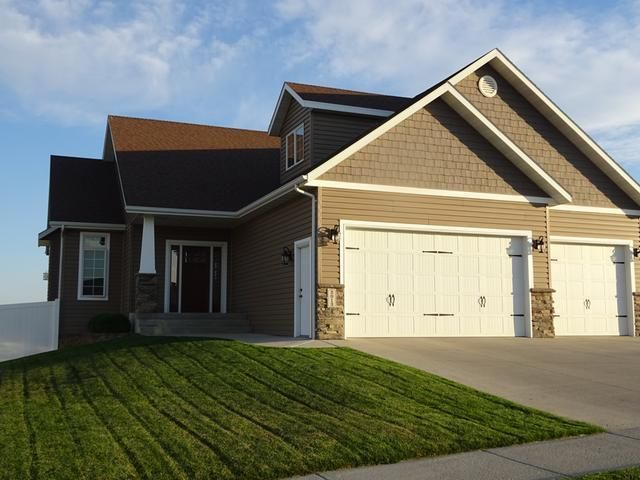 2013 Calgary Ave E, Bismarck, ND 58503 - Home For Sale and Real Estate Listing - realtor.comu00ae
