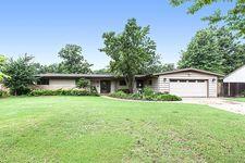 145 S Parkwood Ln, Wichita, KS 67218