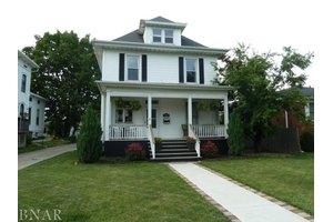 1204 E Grove St, Bloomington, IL 61701