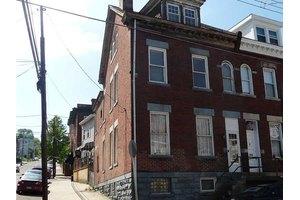 5242 Keystone St, Lawrenceville, PA 15201