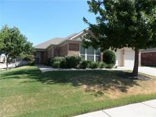 8744 Deepwood Ln, Fort Worth, TX 76123