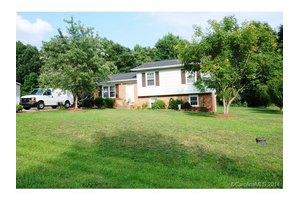 1502 Wayne St, Claremont, NC 28610