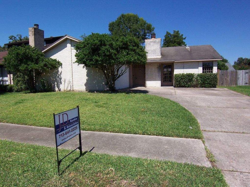 9427 Garden Bridge St, Houston, TX 77075 - realtor.com®