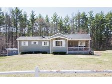 6 Pine St, Londonderry, NH 03053