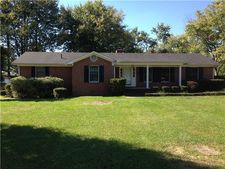 218 Greenfield Ave, Tullahoma, TN 37388