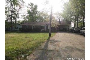 993 Hearn St, Henderson, TN 38340
