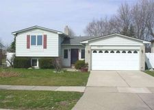 5037 Temple Dr, Sterling Heights, MI 48310