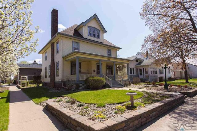 1100 s main ave sioux falls sd 57105 home for sale and for Home builders sioux falls sd