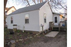 330 E Spruce St, Paxton, IL 60957