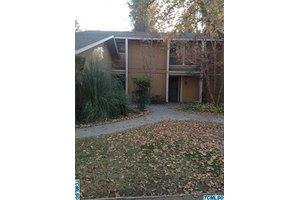 4721 W School Ave, Visalia, CA 93291