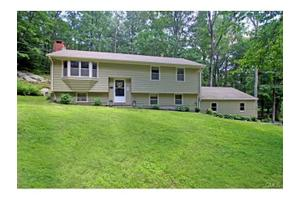 73 Great Ring Rd, Newtown, CT 06482