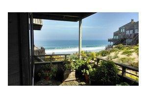 1 Surf Way Apt 126, Monterey, CA 93940
