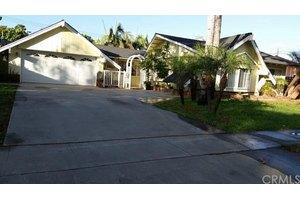 10661 La Dona Dr, Garden Grove, CA 92840