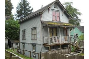 735 27th St, Astoria, OR 97103