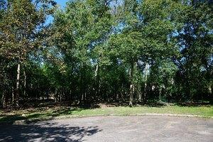 2 Saddlehorn Ln, Hunters Creek, TX 77024