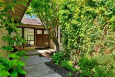 11 Brent Ct, Menlo Park, CA 94025