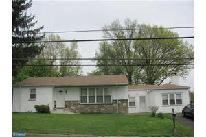 425 W County Line Rd, Huntingdon Valley, PA 19006