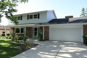 12985 W Brentwood Dr, New Berlin, WI 53151