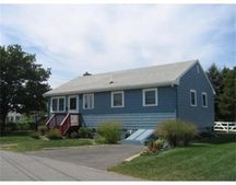 9 Central Pl, Buzzards Bay, MA 02532