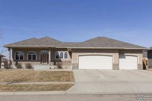 3000 W Auburn Hills St, Sioux Falls, SD 57108