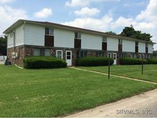 656 Charles Ave, Wood River, IL 62095