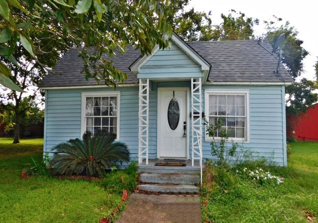 417 w front st sealy tx 77474 home for sale real