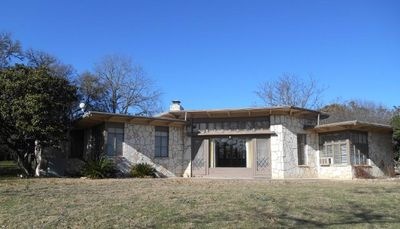 106 Royal Oaks Rd, Kerrville, TX