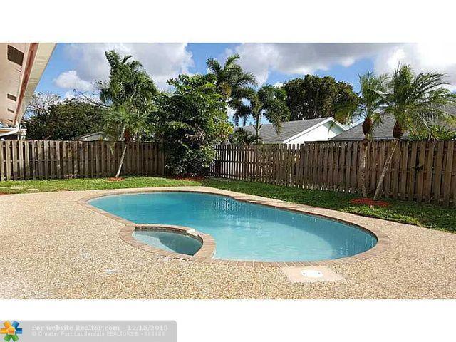 9705 Richmond Cir, Boca Raton, FL 33434