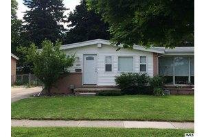 1220 N Fairview Ave, Lansing, MI 48912