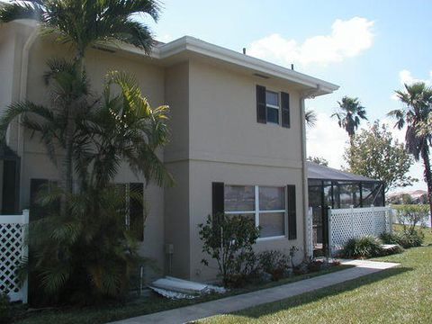 28 Clinton Ct Apt D, Royal Palm Beach, FL 33411