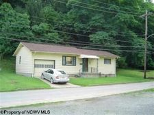 74 Valley St, Salem, WV 26426