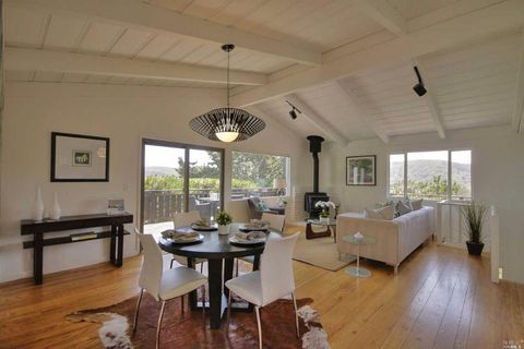 902 Valley View Ln, Mill Valley, CA 94941
