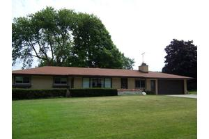 W148n7750 Menomonee Manor Dr, Menomonee Falls, WI 53051