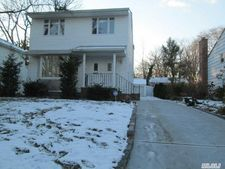 20 Glamford Rd, Great Neck, NY 11023