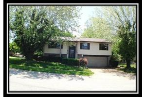 300 Pearhill Dr, West Carrollton, OH 45449