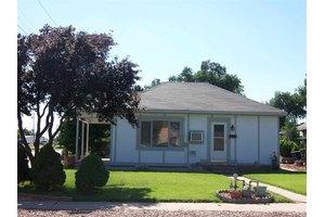 411 Sunflower Ave, Dodge City, KS 67801