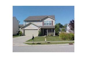 12132 Roundtree Rd, Fishers, IN 46037