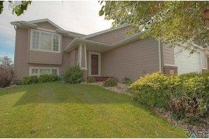 3009 W Courtyard Ln, Sioux Falls, SD 57108