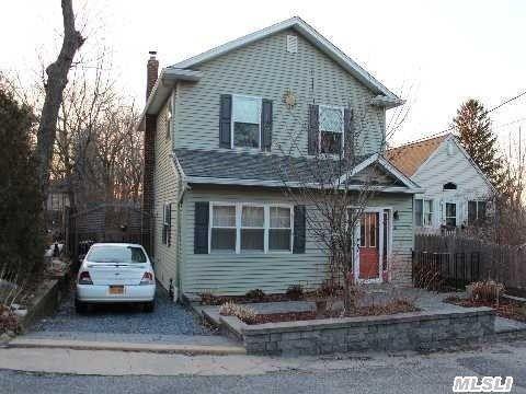 34 Zenith Rd, Rocky Point, NY 11778