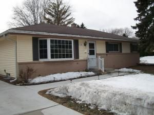 337 Parkway Ct, Port Washington, WI