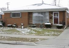 28519 Jane St, Saint Clair Shores, MI 48081
