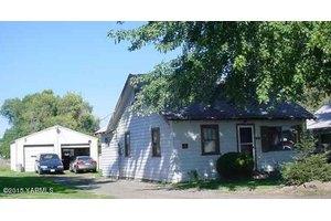 10609 W Rockstrom Rd, Yakima, WA 98903