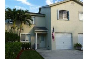 71 Fairway Ln, Royal Palm Beach, FL 33411