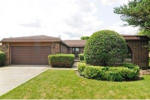 4529 Lindenwood Ln, Northbrook, IL 60062